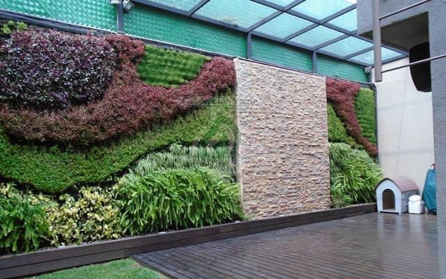 Jard n vertical y muro llor n en colonia florida en cdmx for Cascada artificial en pared