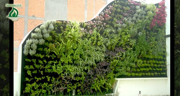 Ante la falta de espacios se crean los jardines verticales for Jardines verdes verticales