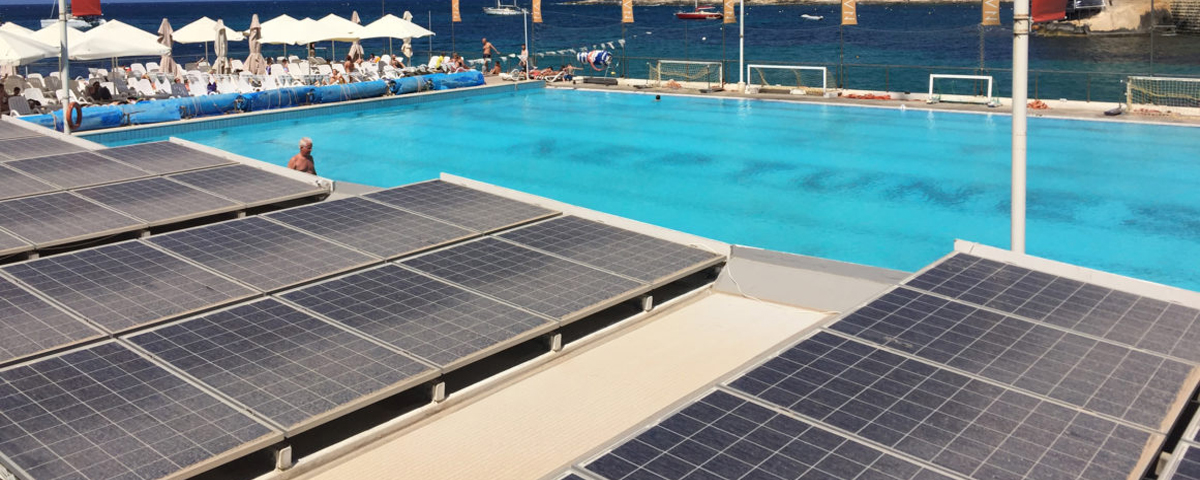 Alberca con panel solar